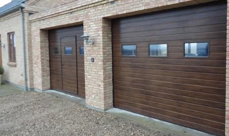 секционные ворота с дверью фото