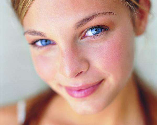 Як позбутися від подразнень і почервоніння на обличчя