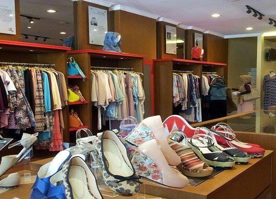 Как открыть магазин стоковой одежды